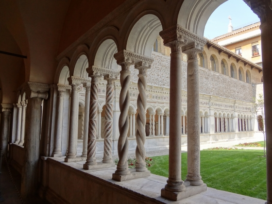 693  San Giovanni in Laterano - Chiostro.jpg